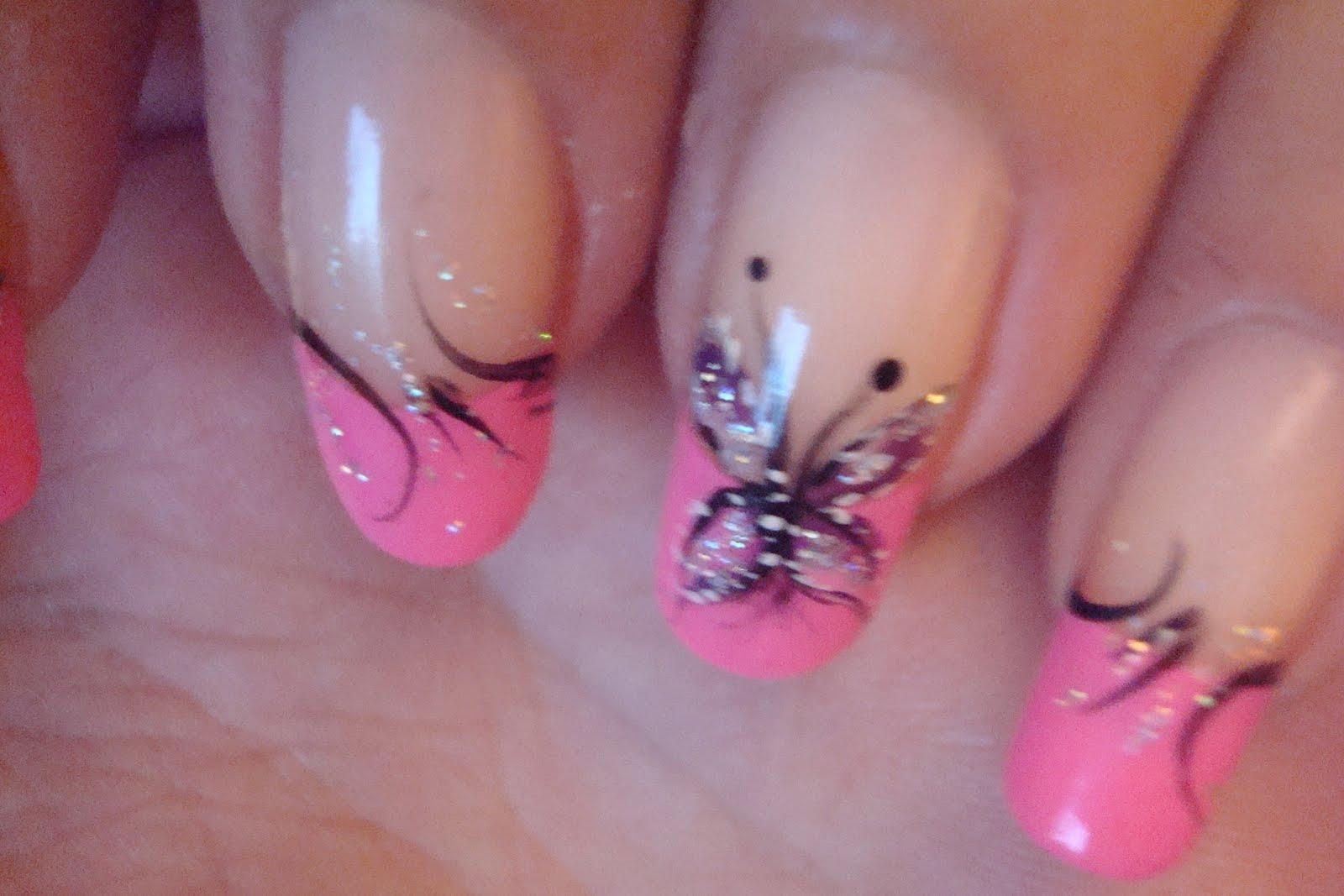 Фото нарощенных ногтей с бабочками